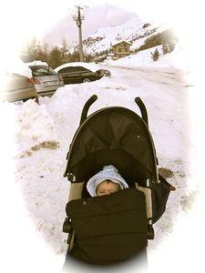 Mon fils, imperturbable dans sa poussette, toutes conditions, toutes saisons