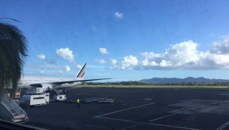 Arrivée de l'avion à l'aéroport de Fort-de-france en Martinique